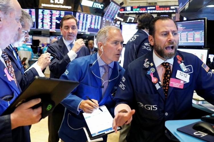Cổ phiếu bán lẻ giúp phố Wall tiếp tục tăng điểm