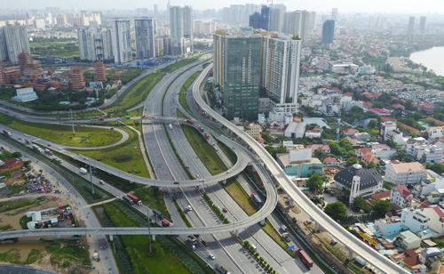 Địa ốc Sài Gòn ém hàng chờ qua tháng Ngâu